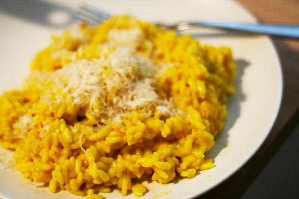 risotto alla milanese, destinatie culinara Italia