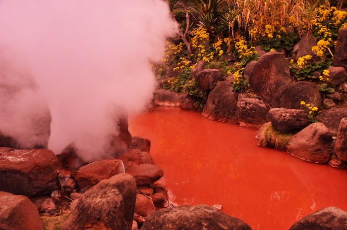 Lac de sange in Japonia, top cele mai ciudate locuri de pe planeta