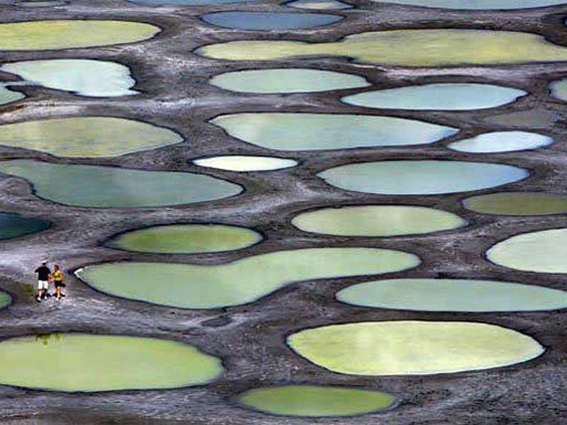 Lacul cu pete, top cele mai stranii locuri din lume