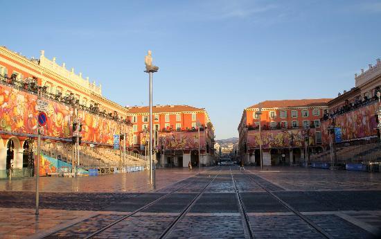 Piata Massena, obiective turistice Nisa