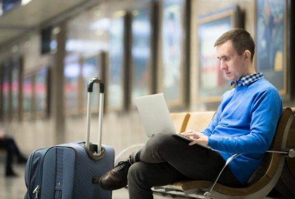 10 sfaturi de care sa tii cont atunci când pleci cu laptopul in vacanta