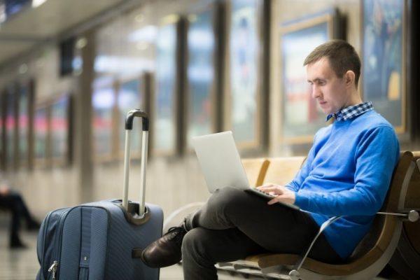 sfaturi cand pleci cu laptopul in vacanta