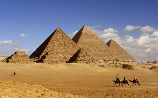 Piramidele Giza, destinatie vacanta Egipt