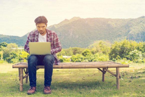 Afla cum poti sa beneficiezi de internet ieftin in vacanta