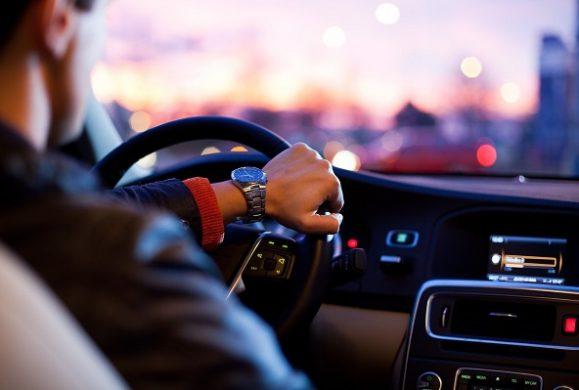 Volanul mașinii vibrează? Iată care ar putea fi cauza!