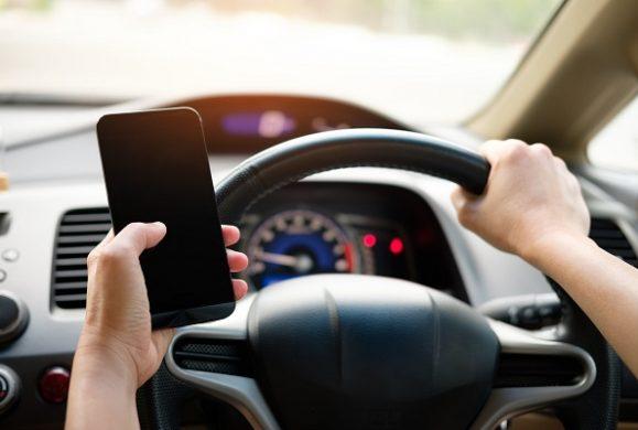 Telefonul mobil la volan: 3 sfaturi de care să ții cont